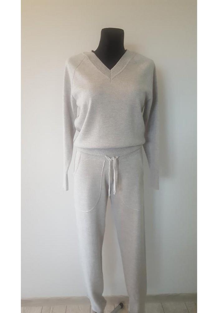 Moteriškas kostiumėlis R-827